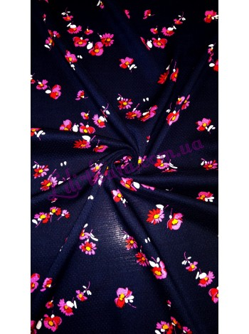 Штапель темного-синего цвета в цветочный узор