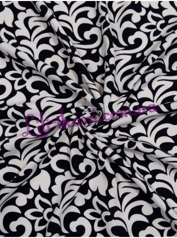 Штапель черного цвета с принтом молочные вензеля